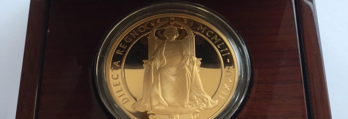 2012 Gold Ten Pounds Diamond Jubilee 5oz Case